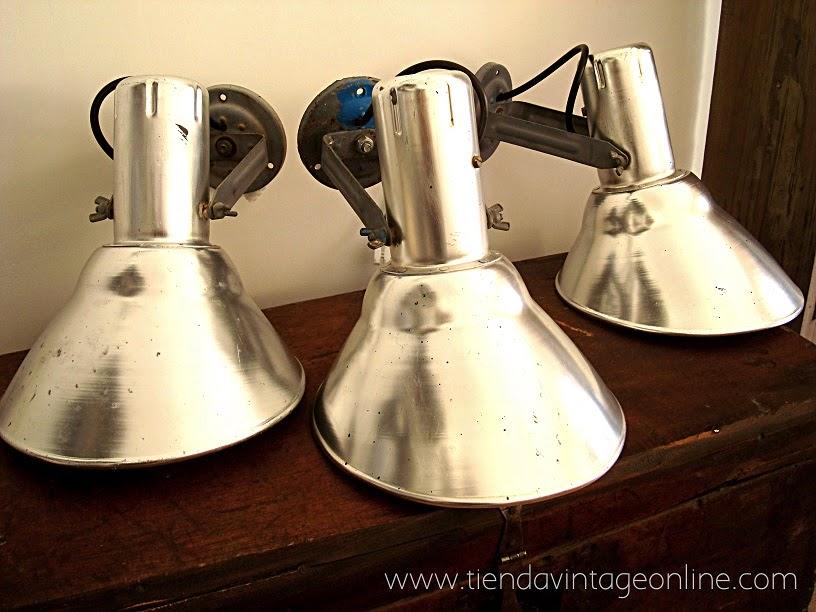 Lámparas estilo industrial de aluminio. Apliques vintage online para restaurantes y locales.