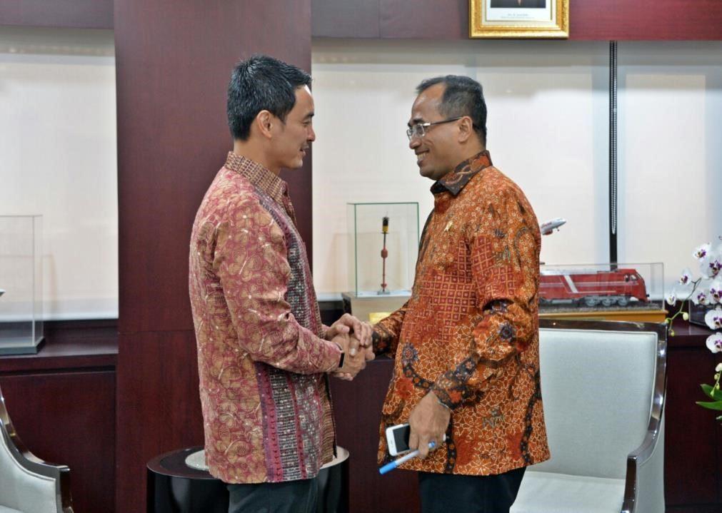 zumi zola kepala dinas
