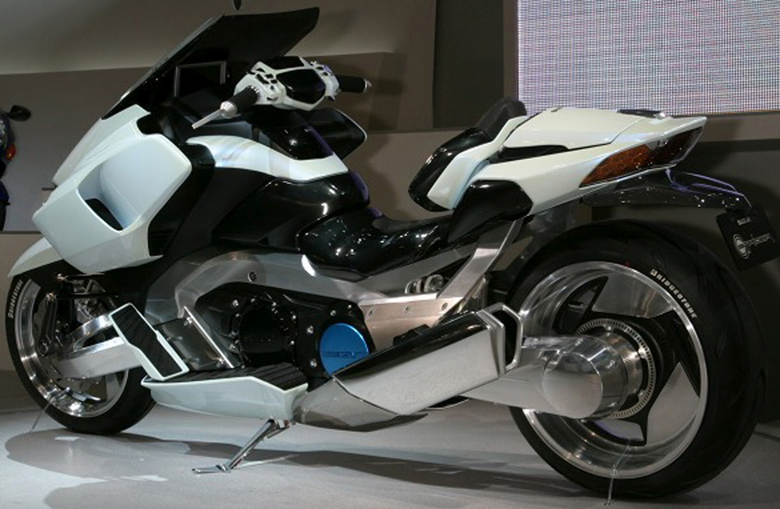 DSNG'S SCI FI MEGAVERSE: FUTURISTIC MOTORCYCLES
