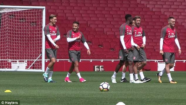Dấu hiệu chứng tỏ Sanchez ở lại Arsenal 2