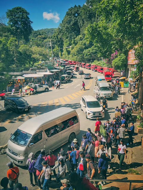 Above photograph shows the road connecting Doi Suthep with Chiang Mai and this section is very close to the entry gate of Doi Suthep. All vans and cabs pick tourists from this place & thats the reason that you see so many vehicles parked around the road and tourists waiting around one end of the road.