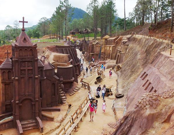 đường hầm điêu khắc đất sét đà lạt