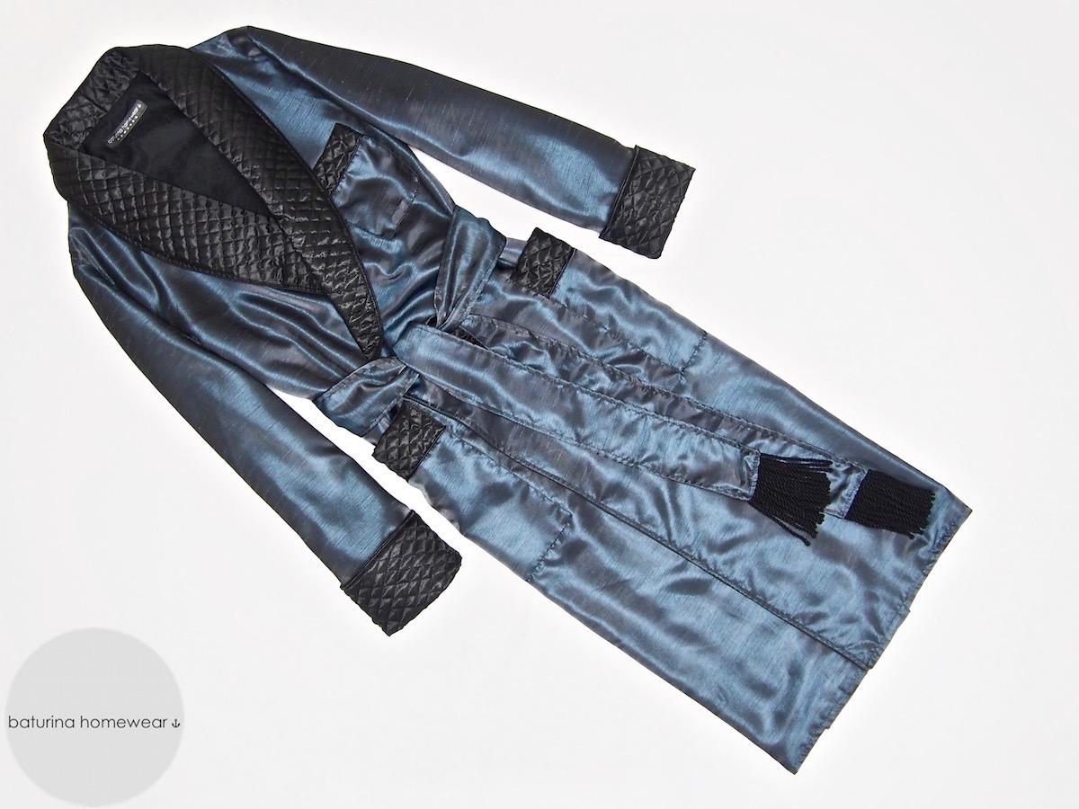 gesteppter herren hausmantel aus seide in dunkelblau. Black Bedroom Furniture Sets. Home Design Ideas