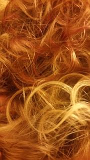 mes-cheveux-boucles-meches-colores