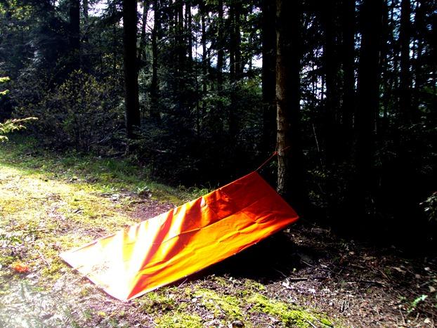 protection rapide avec une couverture de survie, space blanket