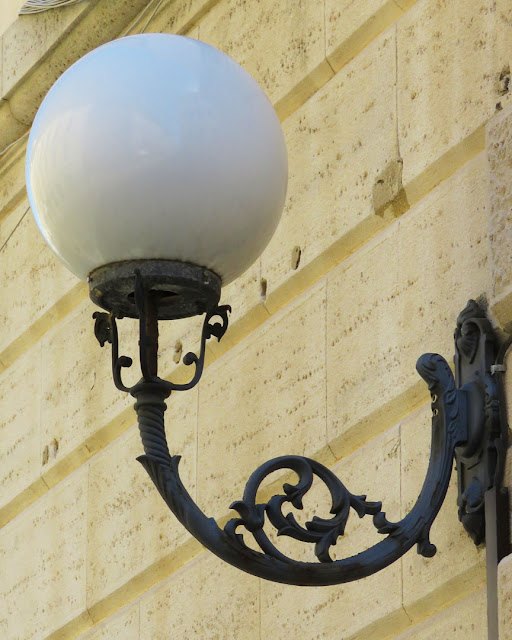 Street light, Via Ricasoli, Livorno