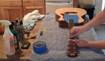 Hướng dẫn cách làm vệ sinh cần đàn guitar cho người mới chơi