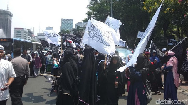 Massa Aksi Bela Tauhid Tutup Jl Medan Merdeka Barat, Lalin Macet