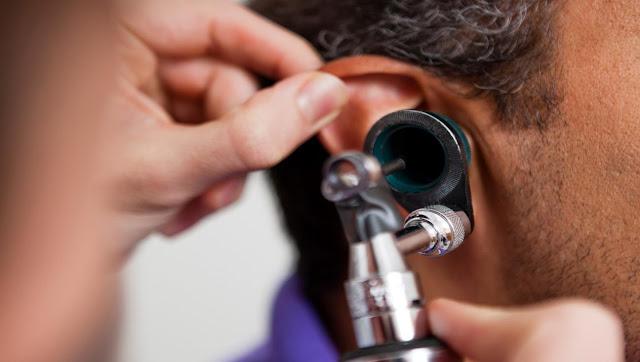 طرق تنظيف الأذن من الصملاخ