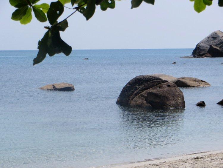 Камни на пляже Самуи