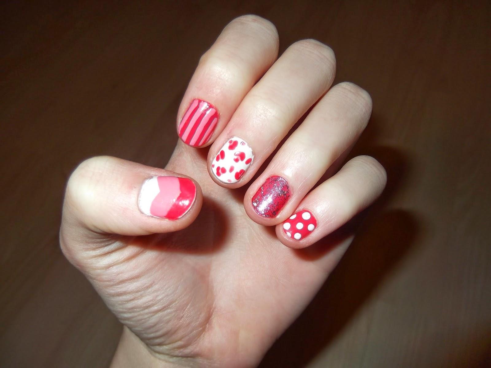 1e1f34b9635d Én azt a gyűrűs ujjamon lévő lakkot nagyon nagyon megimádtam, tipikusan az  a lány vagyok, aki mindent imád ami: rózsaszín és csillog (és masni).
