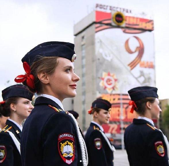 بالصور.. حسناوات بالشرطة الروسية تحضيرا للمونديال