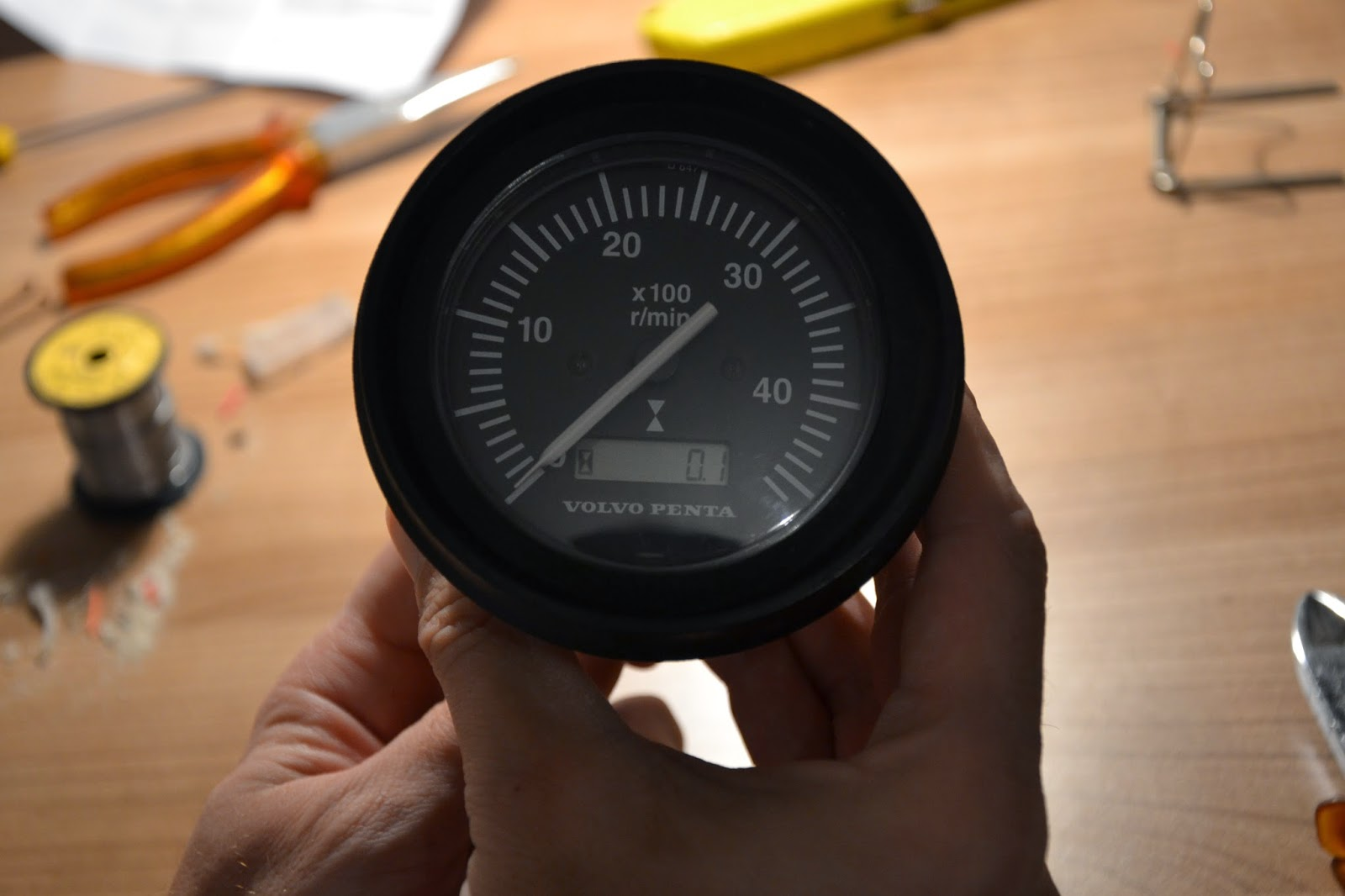 Vdo Tachometer With Hour Meter Wiring Diagram Leviton Decora 3 Way Switch 5603 We Sail Phobos 21 Replace Volvo Penta Lcd And It S Showing Hours Again