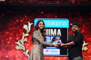 Keerthy Suresh Giving Awards to Winners at SIIMA Awards 2019