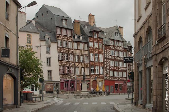 Rennes casas Plaza del Champ-Jacquet viaje Bretaña Normadia Francia