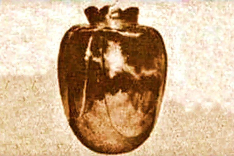 15. asırda hediye olarak yollanan Basano Vazosu sahibi vefat edince bir başka ailenin tarafından satın alındı.