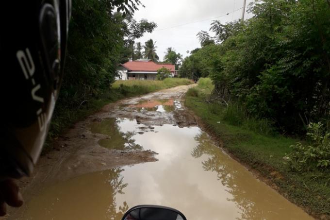 Memprihatinkan! Begini Parahnya Kondisi Jalan Poros Labotto-Cakkeware di Kecamatan Cenrana