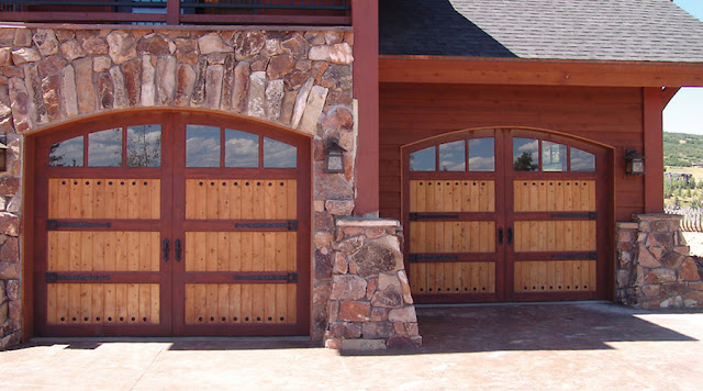 Learn How You Should Choose Between Repair Aand Replacement Of Your Garage Door