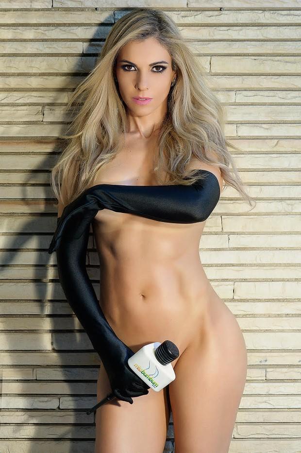 Apresentadora Fernanda Martinelli é a capa de setembro da revista 'Sexy'