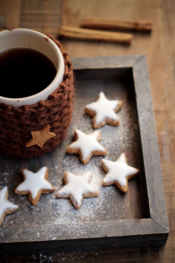 Biscotti Di Natale Zimtsterne.Zimtsterne I Biscotti Di Natale E I Cappotti Scaldatisane Vaniglia Storie Di Cucina