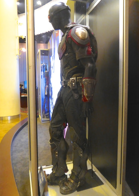 Captain America Civil War Falcon movie costume