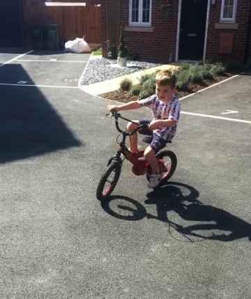Riding bike without stabilizers