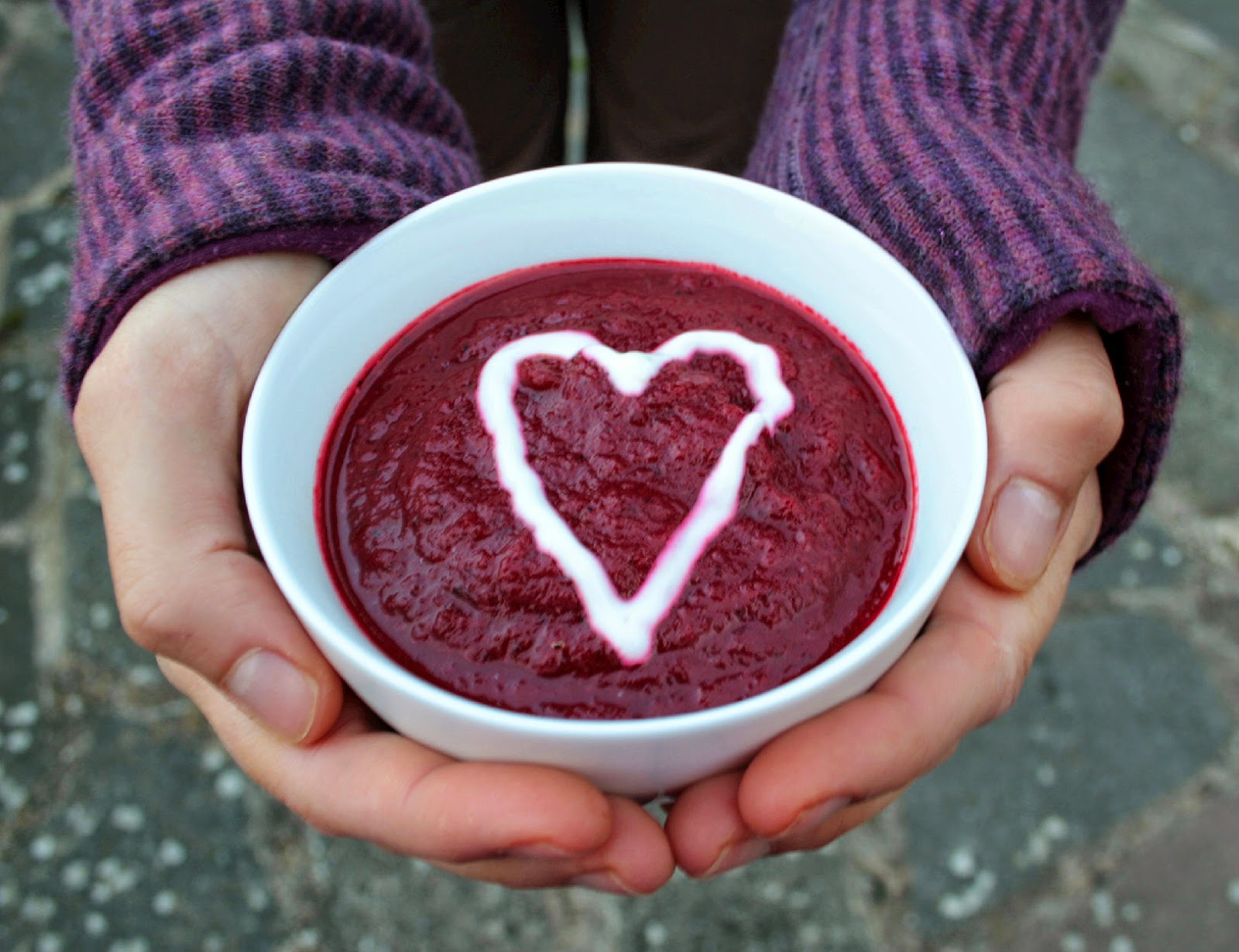 Bright, earthy and full of nutrients, this beetroot and roasted red pepper soup is the perfect way to start the autumn months!