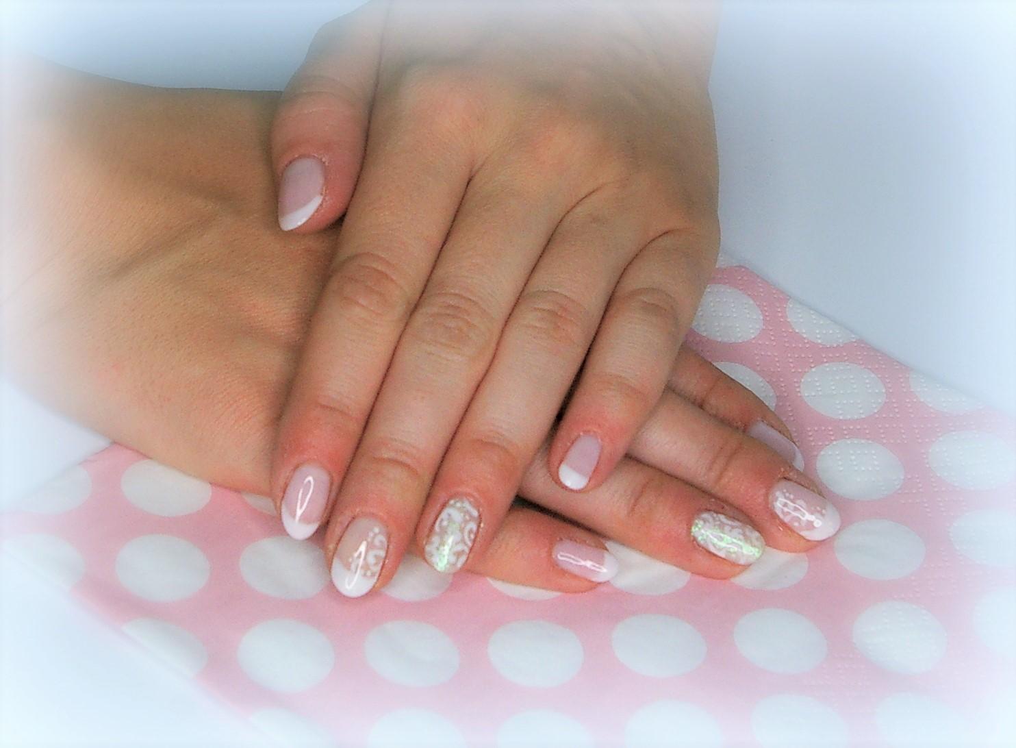 Aganelle French Manicure Z Delikatnym Zdobieniem