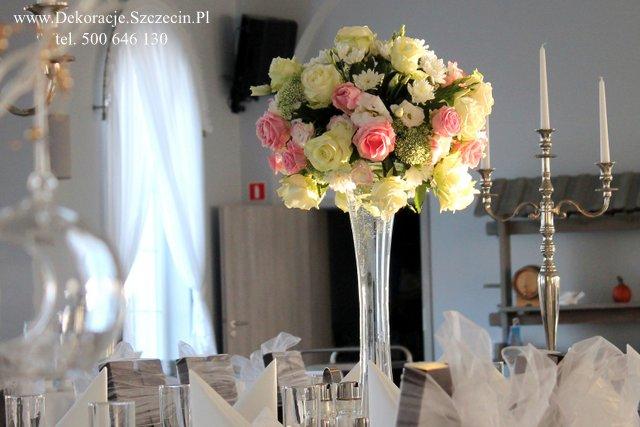 dekoracja stołu weselnego pastelowe kwiat