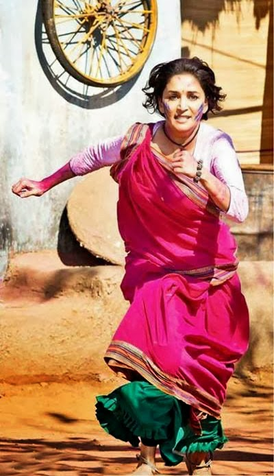 Angery Madhuri Dixit running in pink sari while an action scene shoot