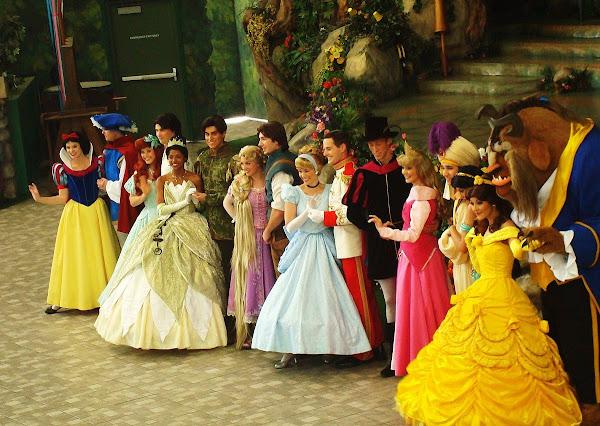 公主不是天生為公主,公主正是在這父權體制下所製造出來的。