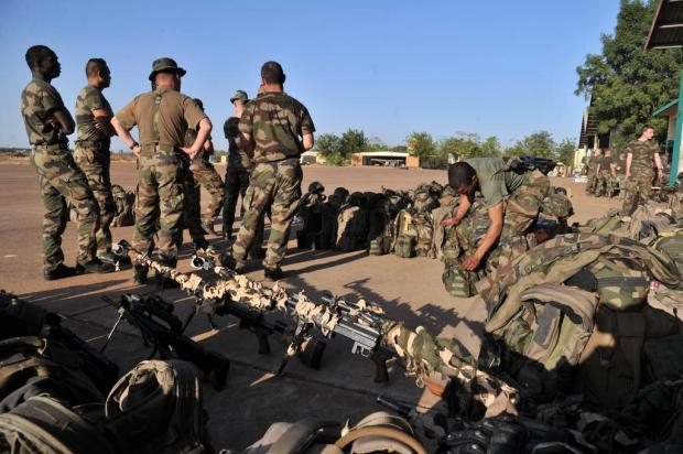 Guerra no Mali em 13 | Tropas Francesas Combatem a Al Qaeda no Magreb Islâmico