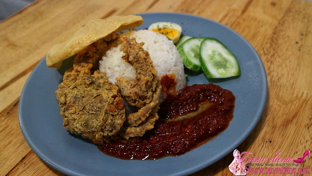 Nasi Lemak With Soft Shell Crabs (Golden Fried)