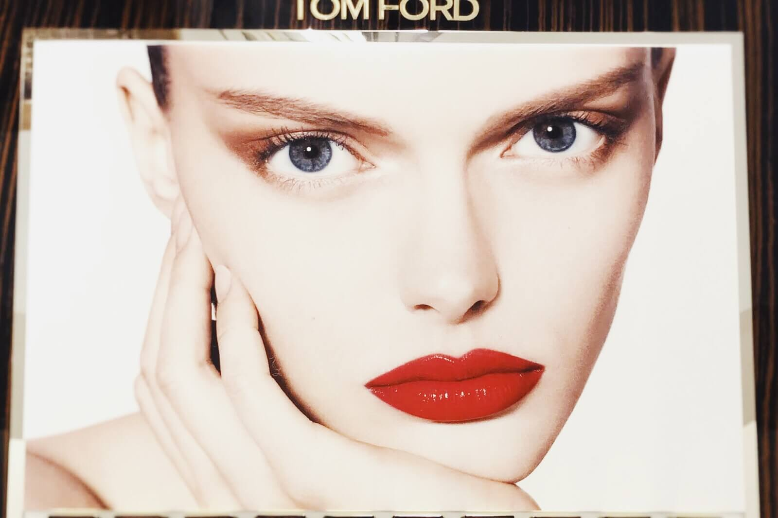 tom-ford-luxe-lip-laquer-matte-vinyl-swatch