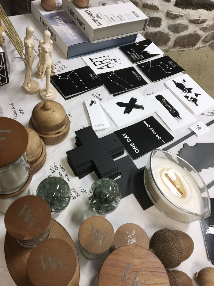 annelies design, webbutik, webshop, nätbutik, nettbutikk, inredning, poster, psoters, print, konsttryck, tavla, tavlor, styckningsdetaljer, kors, svart och vitt, svartvit, svartvita, svartvit inredning, glasunderlägg, city trivet, city trivets, varberg, sverigeunderlägg, grytunderlägg, vykort, woodwick ljus, doftljus, sprakande veke, veken,