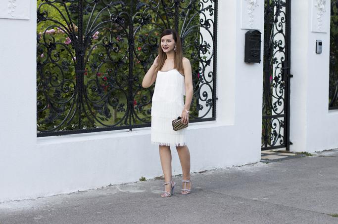 rochie alba cu franjuri