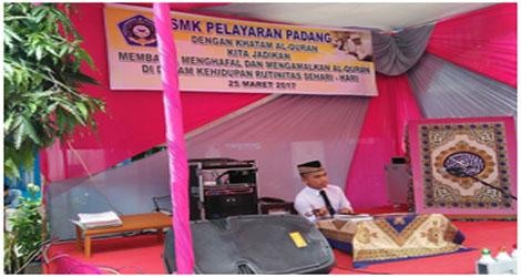 Zukarnaini  Khamsa Ketu Yayasan Pelayaran Padang: Khtam Alqur'an Pembinaan Akhlak