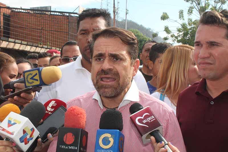 Gobernador Lacava llamó pajúo a un profesor por exigir beneficios para profesores de Venezuela