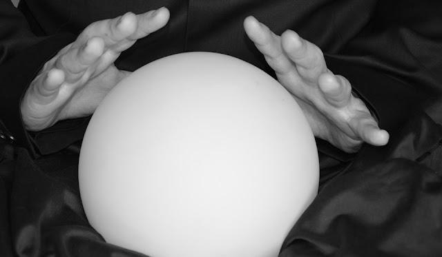 Cristalomancia o lectura de la bola de cristal