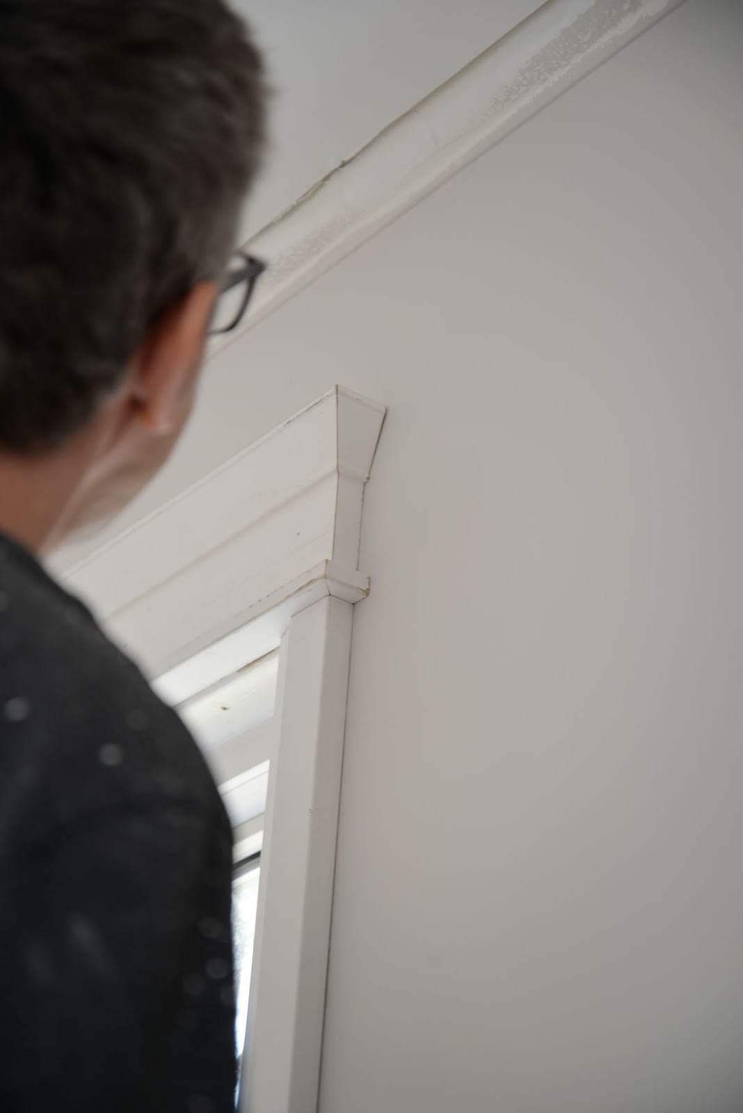 metrie moulding installation, how to install window trim, window architrave