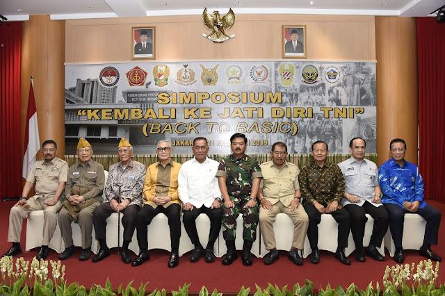 Panglima TNI Terima Tongkat Estafet Simposium