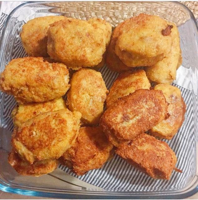 Homemade chicken croquettes /  Croquetas de pollo caseras