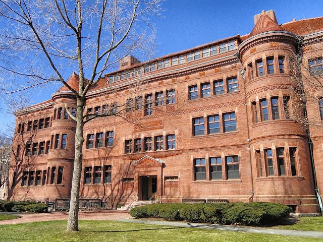 Harvard oferece curso online gratuito em 13 áreas com certificado