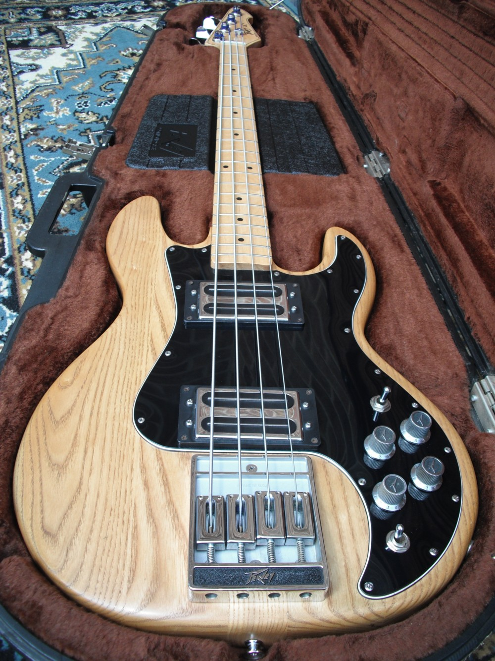 Flat Eric's Bass & Guitar Collection: Peavey T40 and Fathers Day