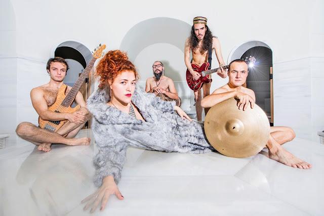 """""""Aliens In My Bed"""" est le nouveau single de Jamila & The Other Heroes et préfigure l'album Sit El Kon (The Grandmother of the Universe)"""