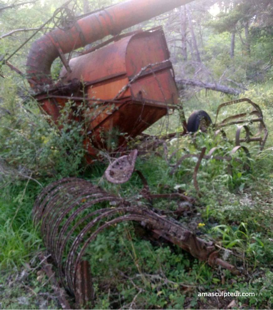 Machine agricole rouillée, Alpes de Haute-Provence