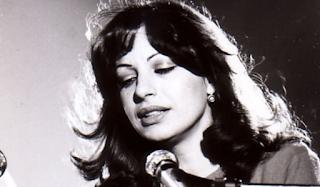 «Όλα Σε Θυμίζουν»: Λίγοι το γνωρίζουν αλλά το ωραιότερο Ελληνικό τραγούδι είχε γραφτεί Με άλλους στίχους
