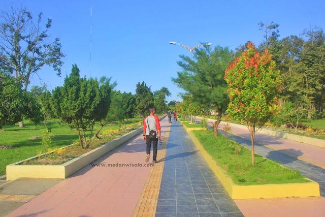 Nyantai Asik di Taman Buah Deli Serdang