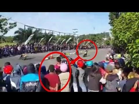 Detik Detik Pembalap Terjatuh Dari Motor Dan Tabrak Penonton, Tapi Bukanya Ditolong Malah Dikeroyok Puluhan Penonton…