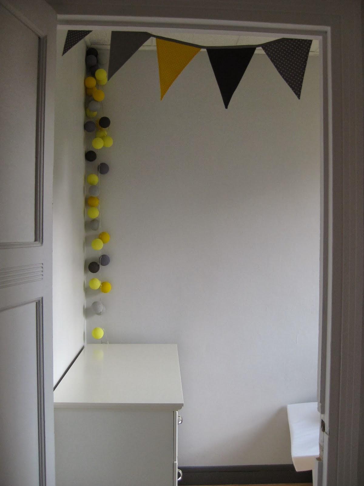 Chambre de bébé jaune et grise terminée !